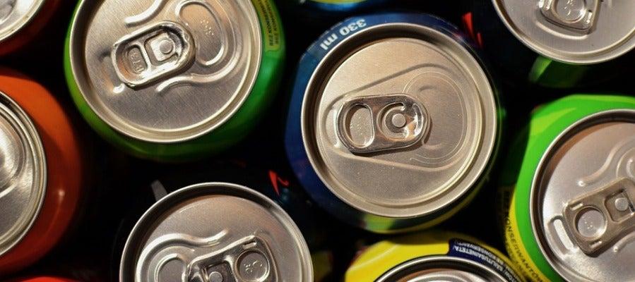 El bajo precio de las bebidas azucaradas, un factor que  fomenta la obesidad infantil