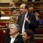 El líder del PSC, Miquel Iceta, en el Parlament de Cataluña