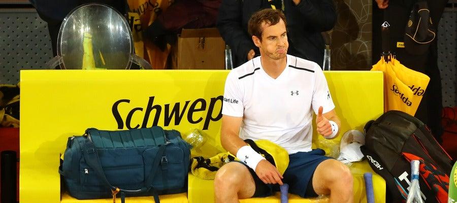 Andy Murray, durante un descanso de su partido contra Coric