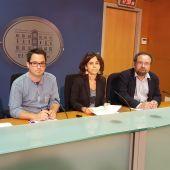 Pep Castells, Carlos Saura, Margalida Capellà y Damià Borràs en el Parlament