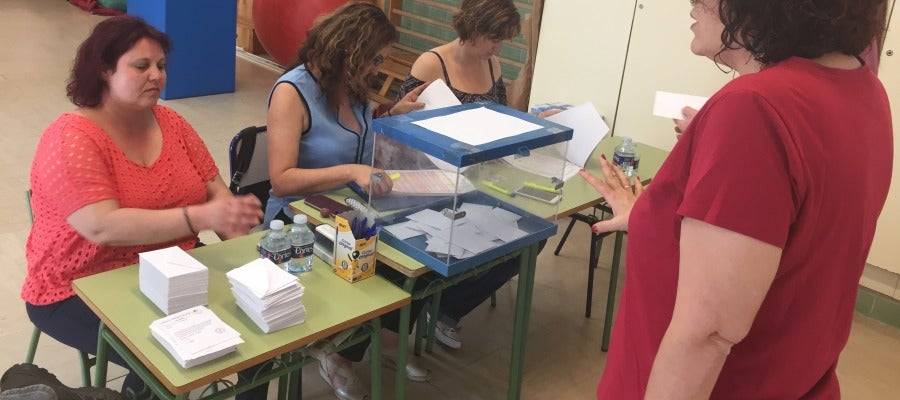 El colegio público El Toscar vota este viernes por tercera vez en el este curso para elegir entre jornada continua o partida.