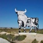 No es la primera vez que la figura del toro se transforma en Santa Pola.