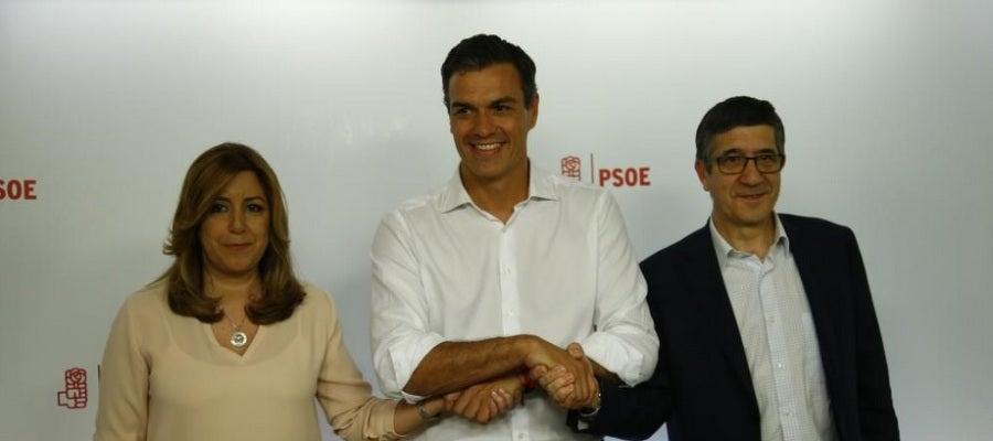 Susana Díaz y Patxi López posan junto a Pedro Sánchez tras su victoria en las primarias del PSOE