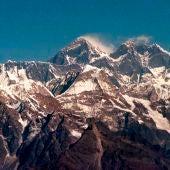 Fotografía de la cordillera himalaya y el Monte Everest, la montaña más alta de la Tierra