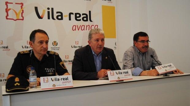 El regidor de Festes Javier Serralvo, el cap de la policia local, José Ramón Nieto i el president de la Junta de Festes, José Pasqual Colás han donat compte del balanç de les festes.