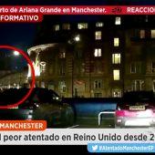 Frame 20.644 de: Los primeros momentos tras el atentado en Manchester muestran el pánico vivido por los asistentes al concierto de Ariana Grande