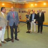 En la imagen, Juanjo Carreres, alcalde de Tírig, y otros miembros de la corporación municipal junto a directivos de El Corte Inglés.