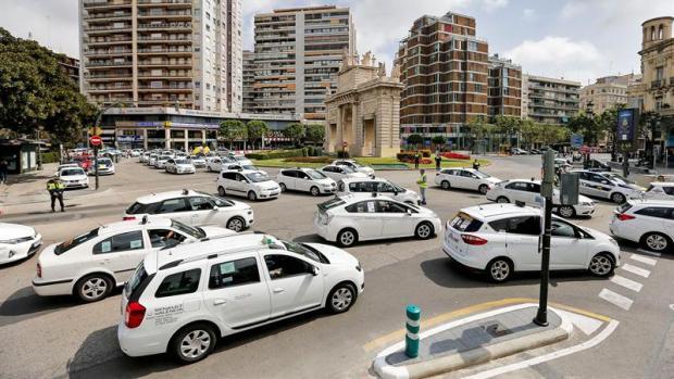 """Pedro García, taxista: """"Hay unos señores que poniendo 50 euros han sacado  un beneficio de 700 millones"""""""
