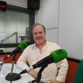 José María Mellado, en los estudios de Onda Cero Gijón