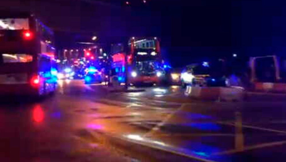 La Policía se despliega en el Puente de Londres