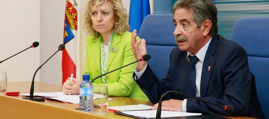 La vicepresidenta Eva Díaz Tezanos y el presidente de Cantabria Miguel Ángel Revilla