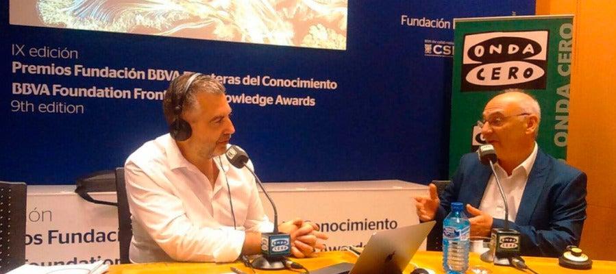 El investigador ilicitano Francisco Martínez Mojica durante una entrevista con Carlos Alsina
