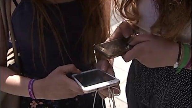 Mesa de redacción: Un adolescente recibe 14.000 whatsapps después de tres días castigado sin móvil