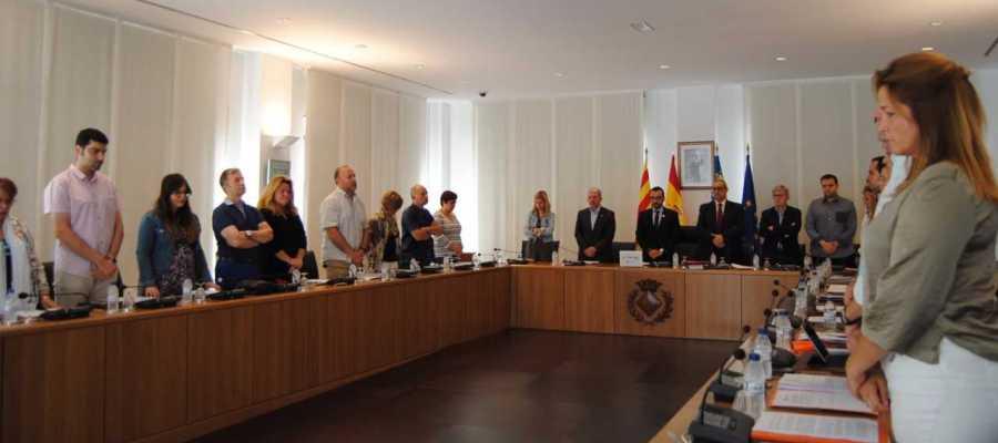 La corporació municipal dedica un minut de silenci al primer tinent d´alcalde Pasqual Batalla, abans de començar el plenari.