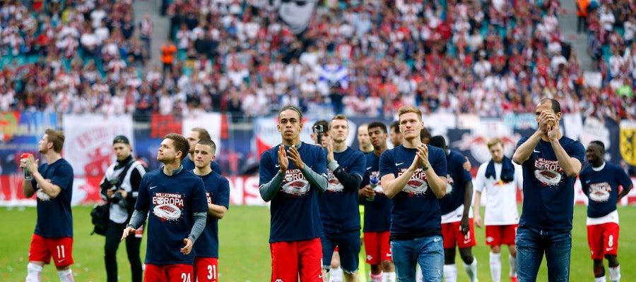 Los jugadores del Leipzig saludan a sus aficionados