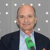 Carlos Rodríguez Braun en los estudios de Onda Cero