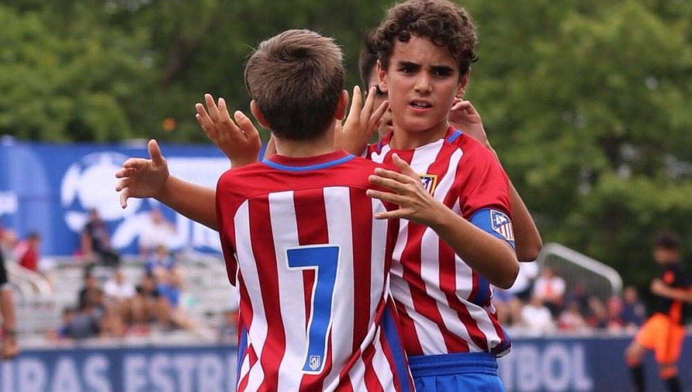 Los jugadores del Atlético celebran uno de sus tantos en LaLiga Promises
