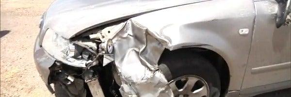 Así quedó el coche tras atropellar a un ciclista en Palomeque