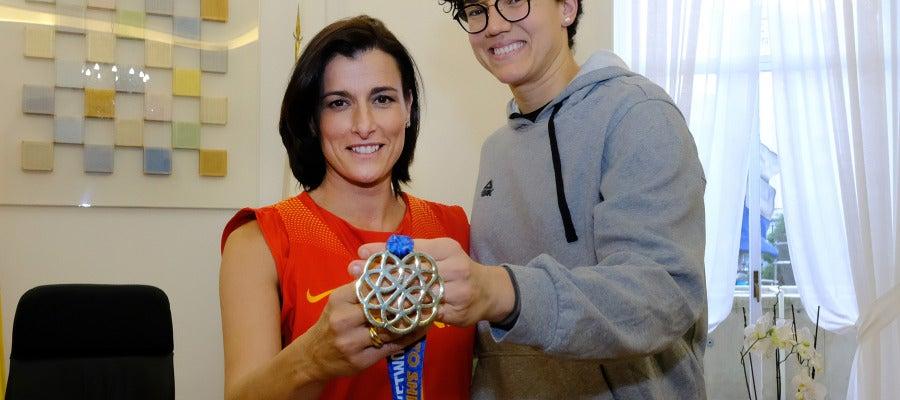 Gema Igual felicita a la deportista santanderina Laura Nicholls