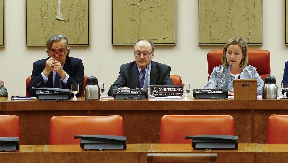 El gobernador del Banco de España, Luis María Linde, en el Congreso