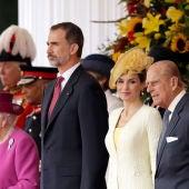 Los Reyes de España con la Reina Isabel II y su marido, el duque de Edimburgo