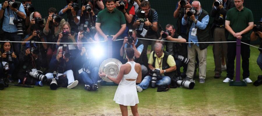 Garbiñe Muguruza, fotografiada tras ganar Wimbledon
