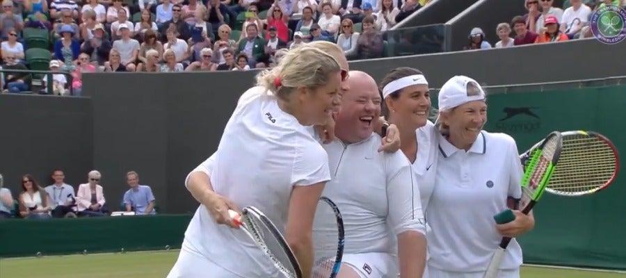Quinn con las tenistas en Wimbledon