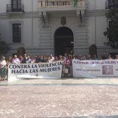 Minuto de silencio frente al Ayuntamiento de Granada