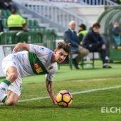 Luis Pérez, en un partido con el Elche.