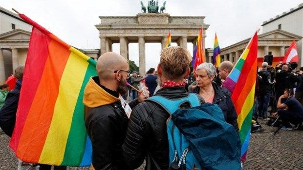 Un grupo de personas manifestándose en Alemania