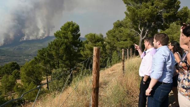 El incendio de Yeste continúa activo y sin control tras haber quemado 1.000 hectáreas