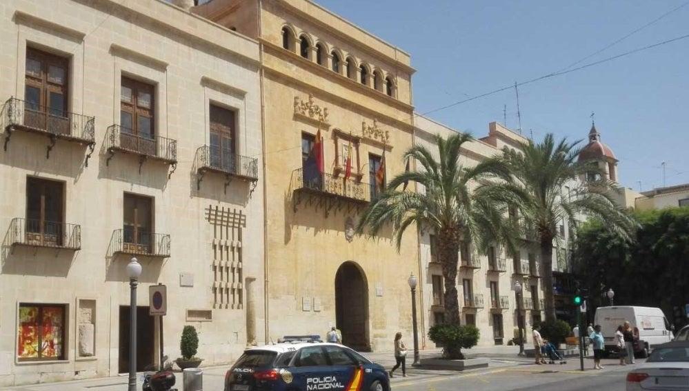 Fachada principal del Ayuntamiento de Elche.