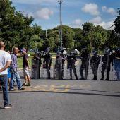 Militares impiden el paso a diputados opositores en el Parlamento venezolano