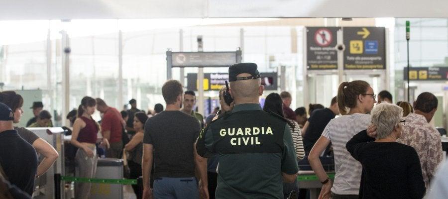 Guardia Civil en el Aeropuerto de El Prat-Barcelona