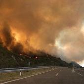 Incendio en Orense, entre las localidades de Acaridade, Monterrei