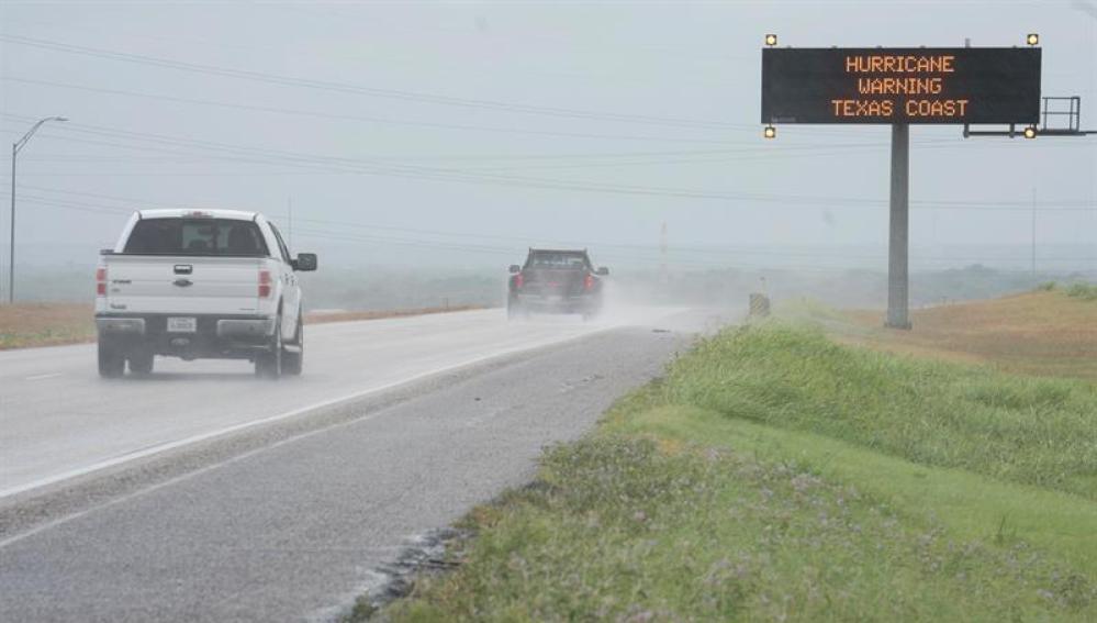 El poderoso huracán Harvey amenaza con inundar Texas