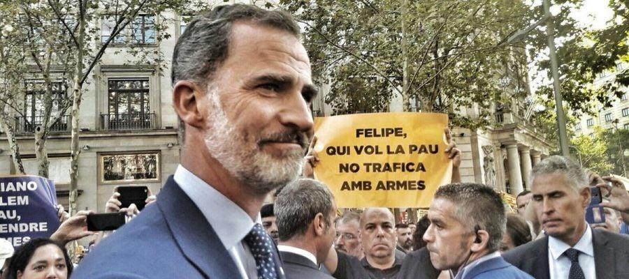 El Rey Felipe en la manifestación contra el terrorismo en Barcelona