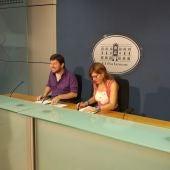 El líder de Podemos en Baleares, Alberto Jarabo, y la portavoz del partido, Laura Camargo
