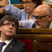 Carles Puigdemont, junto al portavoz de Junts pel Si, Luís Corominas
