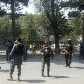 Las fuerzas de seguridad afganas vigilan en Kabul
