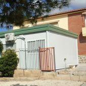 Barracón (aula prefabricada) en el colegio público La Galia de Elche