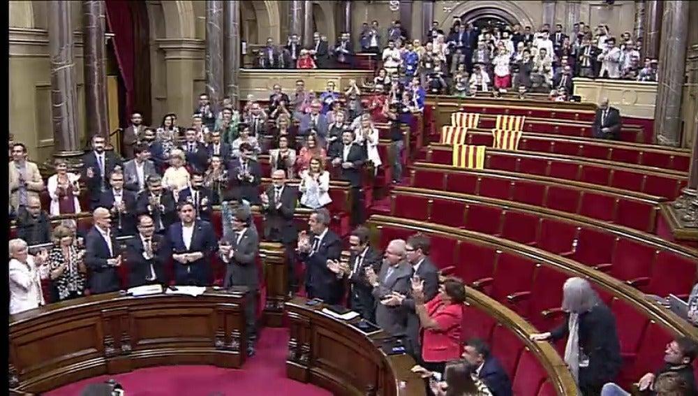 """El Parlament reafirma los """"objetivos políticos"""" de la resolución independestista"""