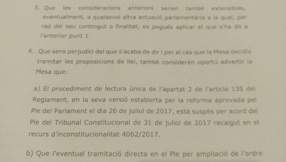 El secretario general del Parlament, Xavier Muro, y el letrado mayor del Parlament, Antoni Bayona, alertan de que la ley de ruptura choca con el TC