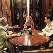 La alcaldesa de Castellón, Amparo Marco, y el presidente de la Fundació Caixa Castellón, Juan Manuel Aragonés, han firmado un convenio para la realización de la exposición 'Un somni de ciutat: un recorregut pel patrimoni artístic de l'Ajuntament de Castellón de la Plana'.