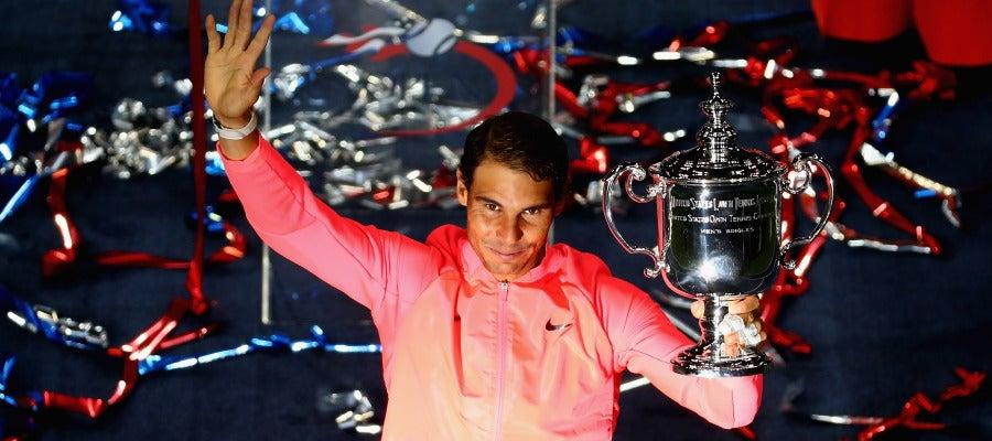 Rafa Nadal, con el trofeo de campeón del US Open en la mano