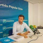 Pablo Ruz en la sede del PP de Elche