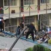 Los bomberos trabajan en las tareas de rescate en el Colegio Enrique Rebsamen