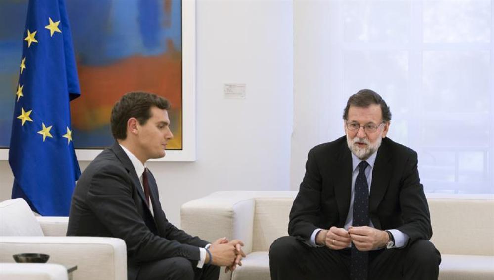 El líder de Ciudadanos, Albert Rivera, con Mariano Rajoy.