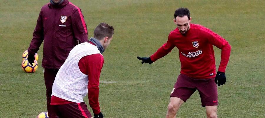 Simeone, en un momento del entrenamiento en Majadahonda.