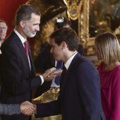 Albert Rivera saluda con su esposa a los Reyes.